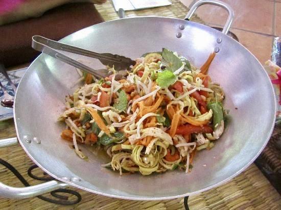 Kambodzas khmeeride toidulaualt ei puudu banaanioiesalat